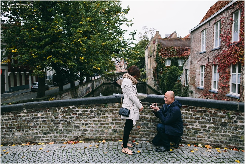 Romantic Marriage proposal on a bridge in Bruges