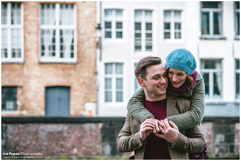 Couple having fun in Bruges during engagement session