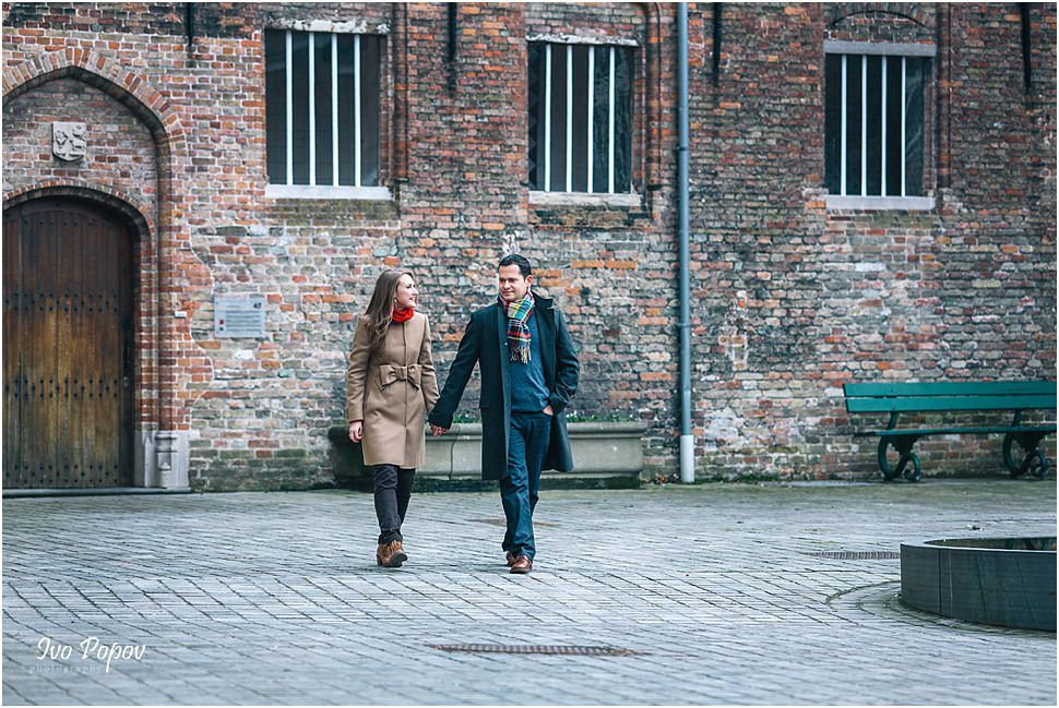 Engagement photo session in Bruges in the winter