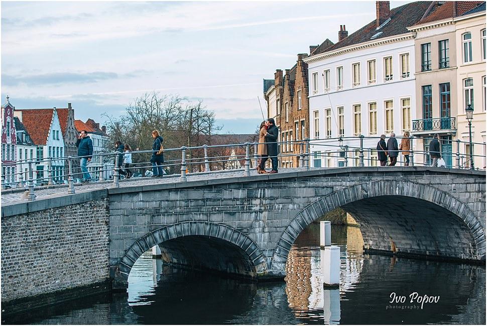 Sunset engagement session in Bruges