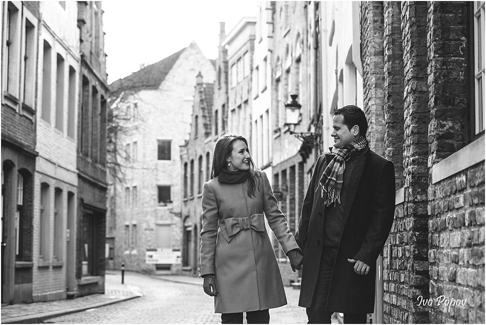 Sunset engagement session in Bruges