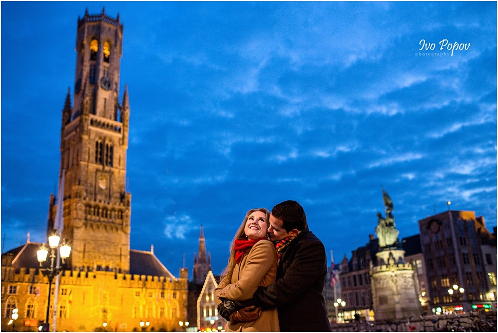 Night engagement photo session in Bruges
