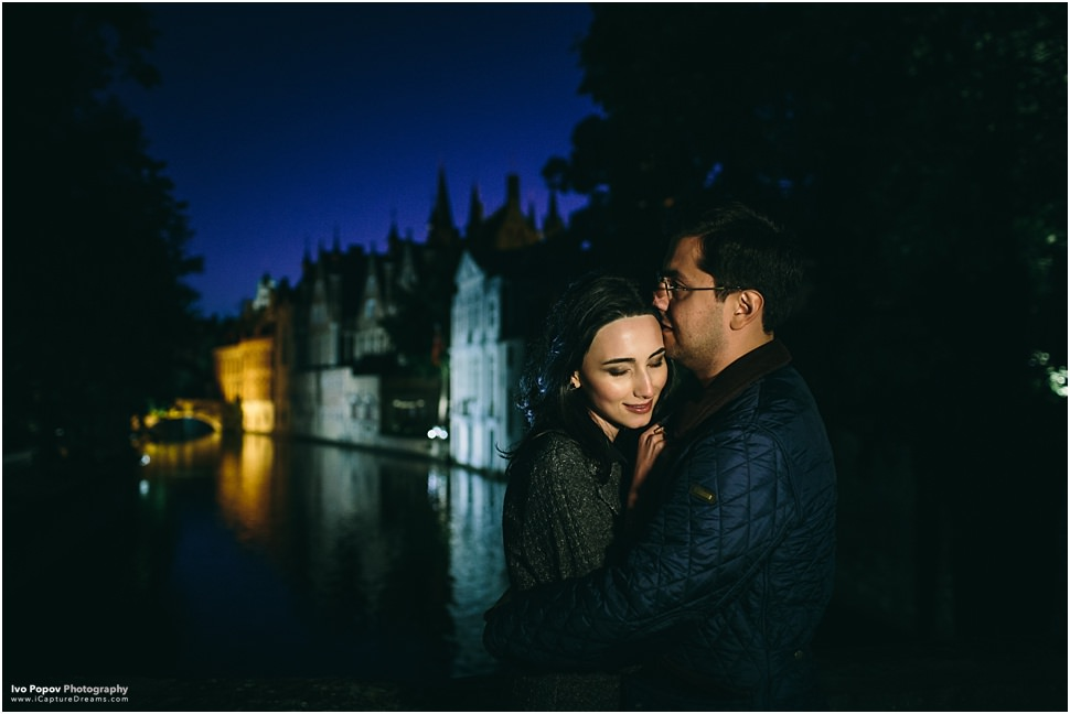 Night engagement session pictures in Bruges
