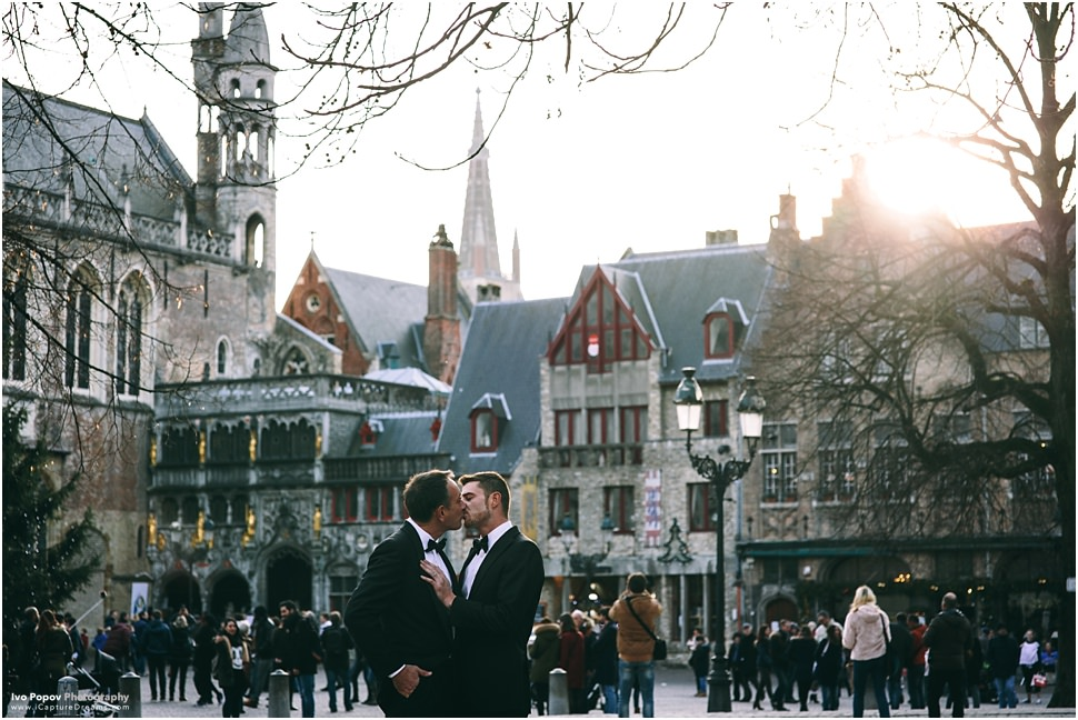 Same sex christmas photo shoot in Bruges