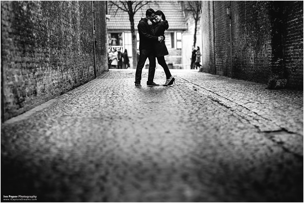 Sexy couple photo shoot on the streets of Bruges