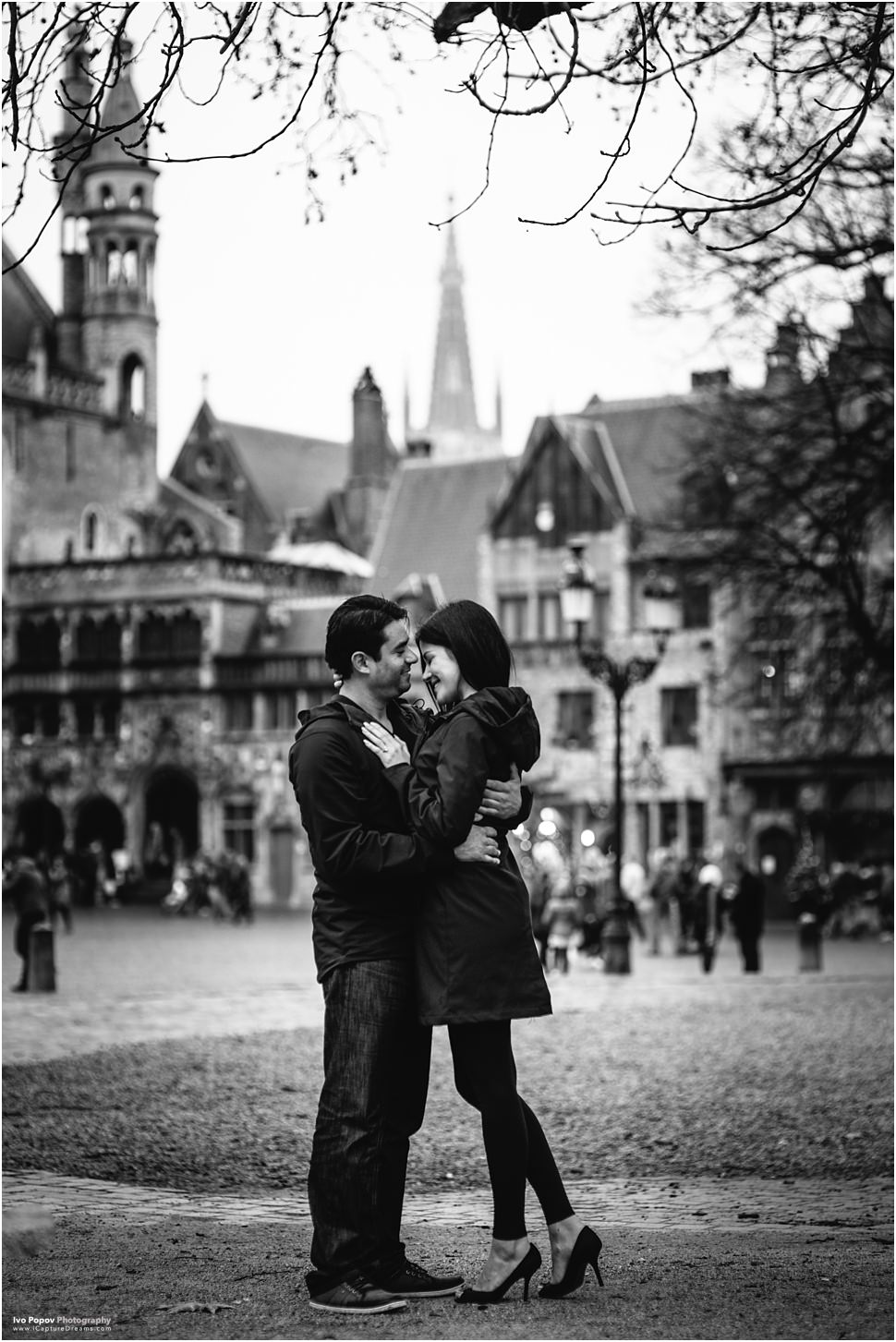 Romantic engagement session in Brugge on Christmas