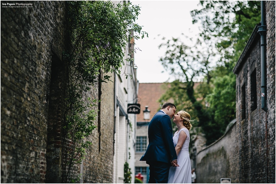Gorgeous couple being photographed in the small streets of Bruges