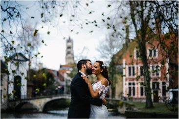 Autumn pre wedding photo session in Bruges