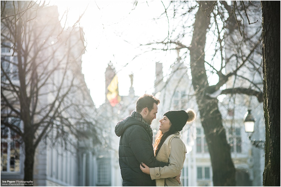 Wedding proposal in Bruges in the winter