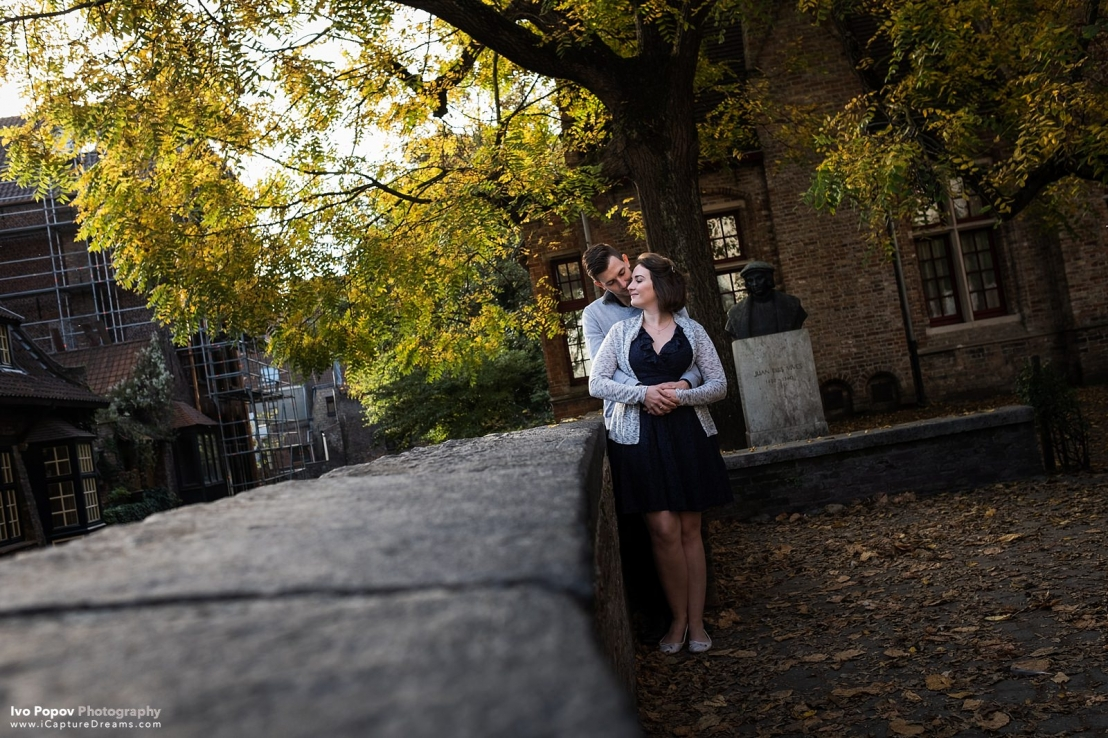 Fall engagement session in Bruges