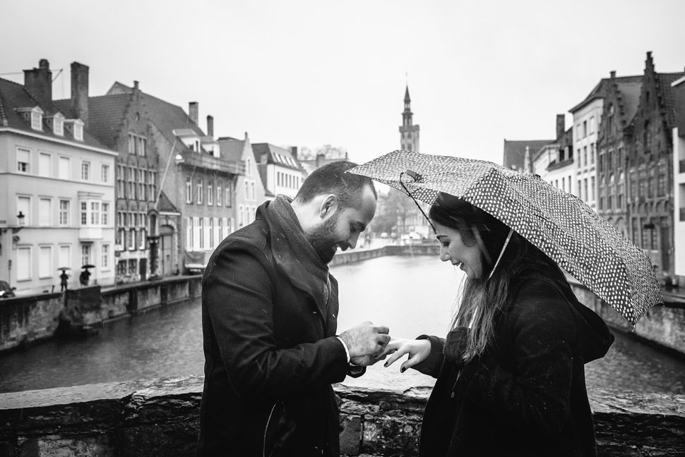 Rainy wedding proposal in Bruges