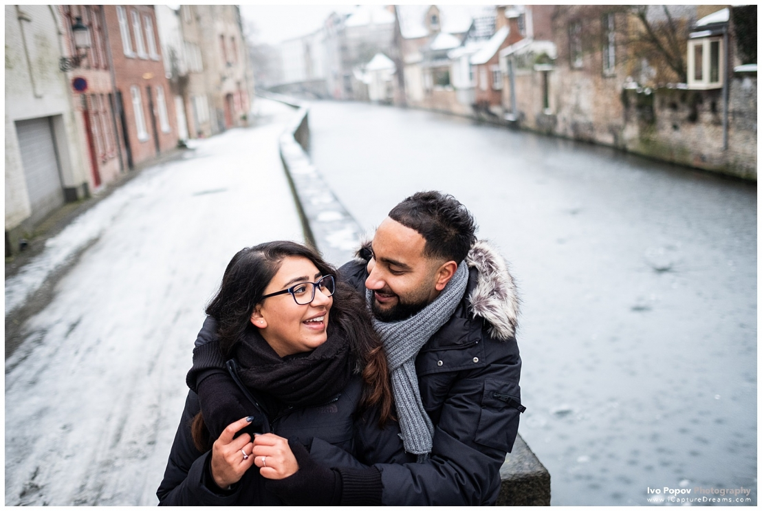 Engagement photo session in Bruges with the frozen solid canals