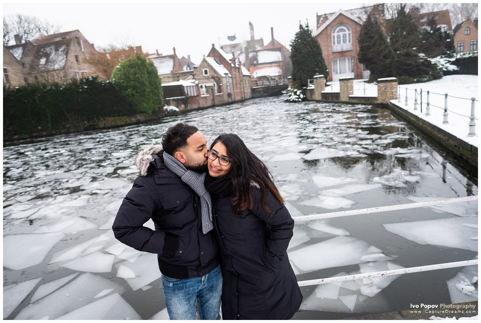 Winter engagement photo session in Bruges