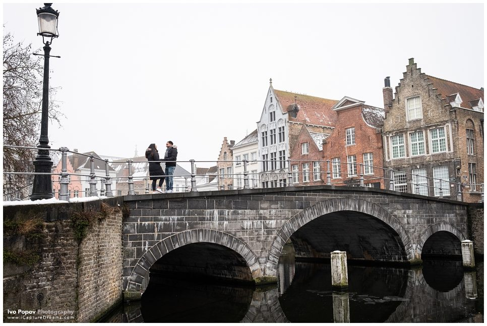 Winter engagement photo session on a bridge in Bruges