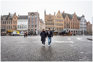 Engagement photo session in Bruges Grote Markt
