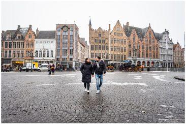 Engagement photo session in Bruges Grote Markt