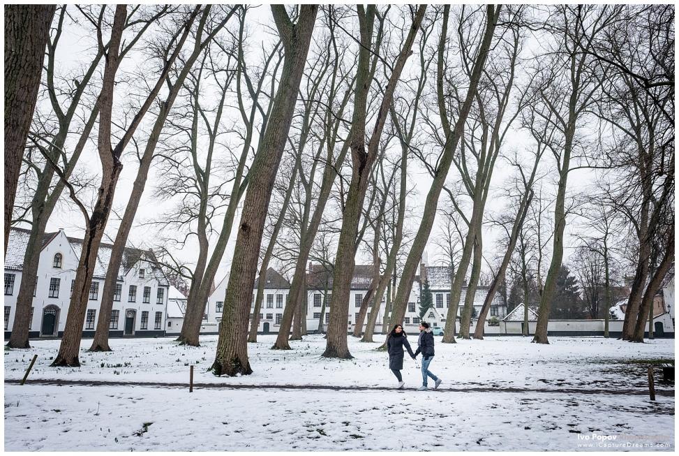 Young couple in Begijnhof Brugge