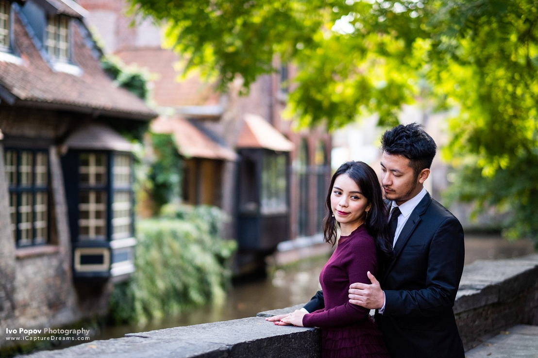 Autumn pre-wedding photo shoot in Bruges