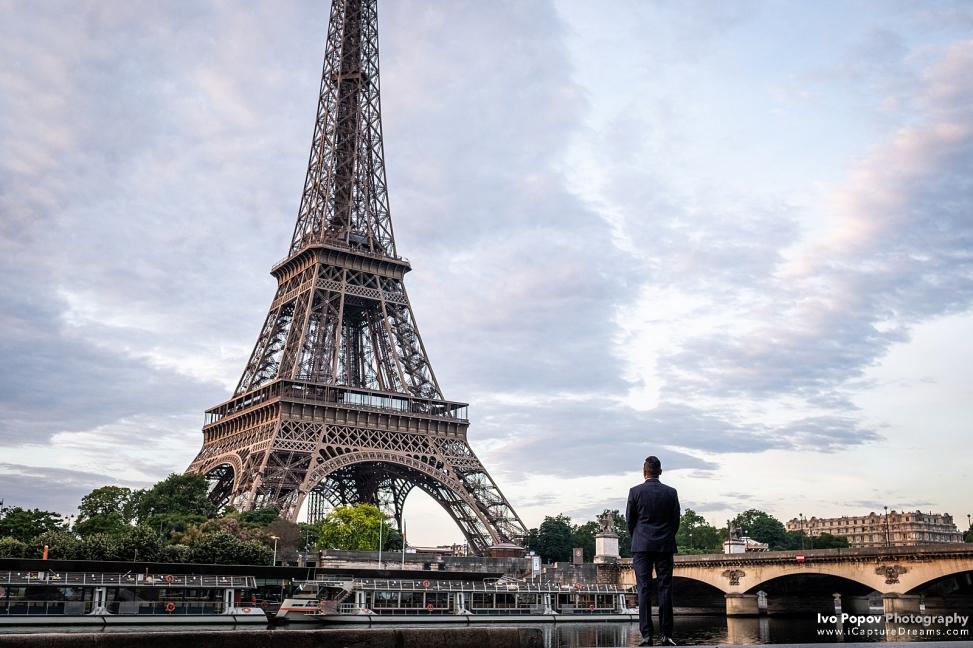 Elopement in Paris at sunrise