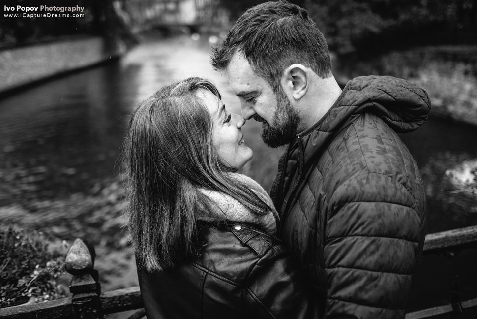 Couple in love in a bridge in Bruges